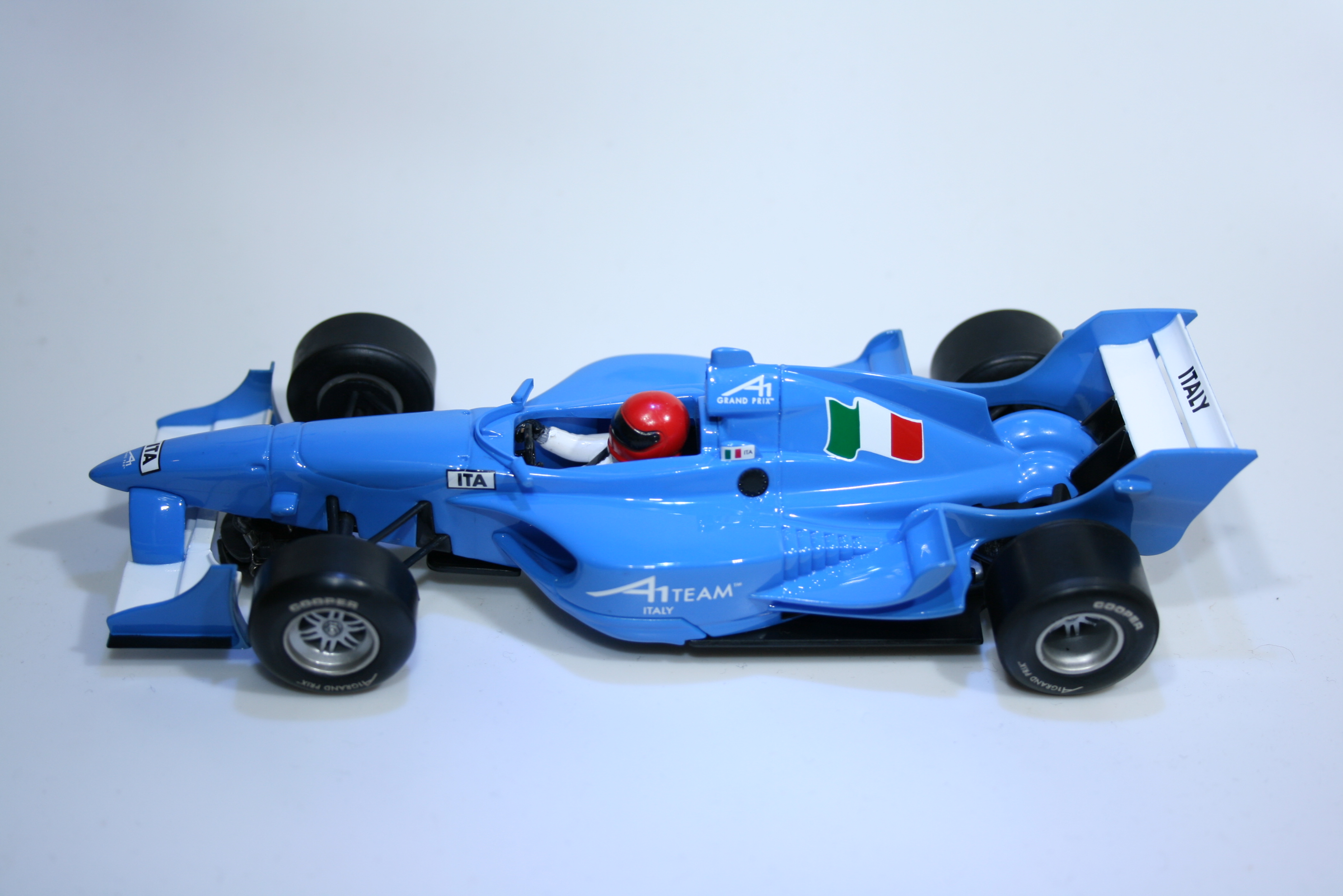 153 A1GP Italy 2006 M Rugolo Scalextric C2745 2006 Boxed