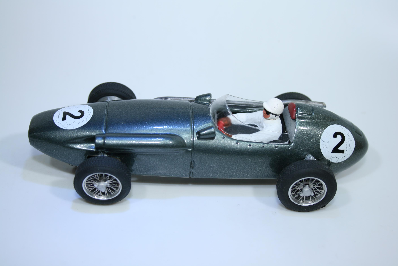 1418 Aston Martin DBR4 1959 R Salvadori Penelope Pitlane