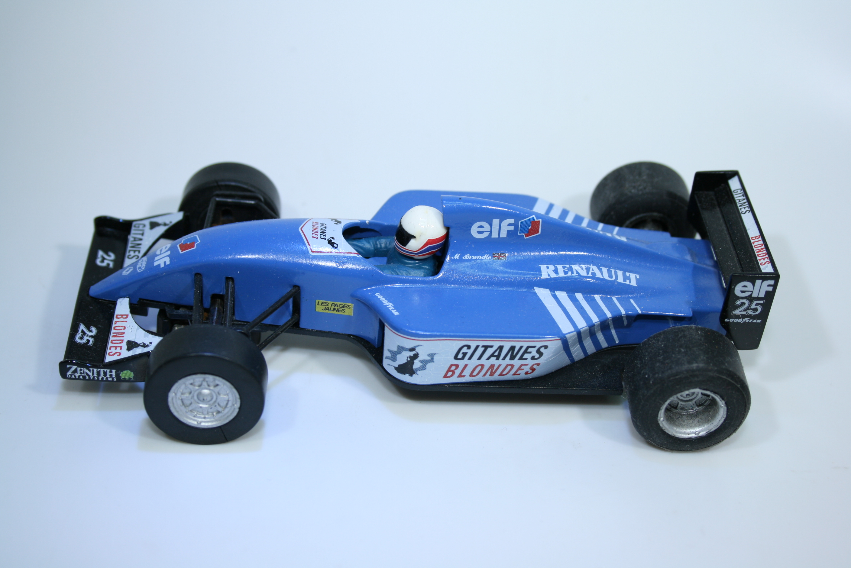 1413 Ligier JS39B M Brundle 1993 Scalextric Relivery