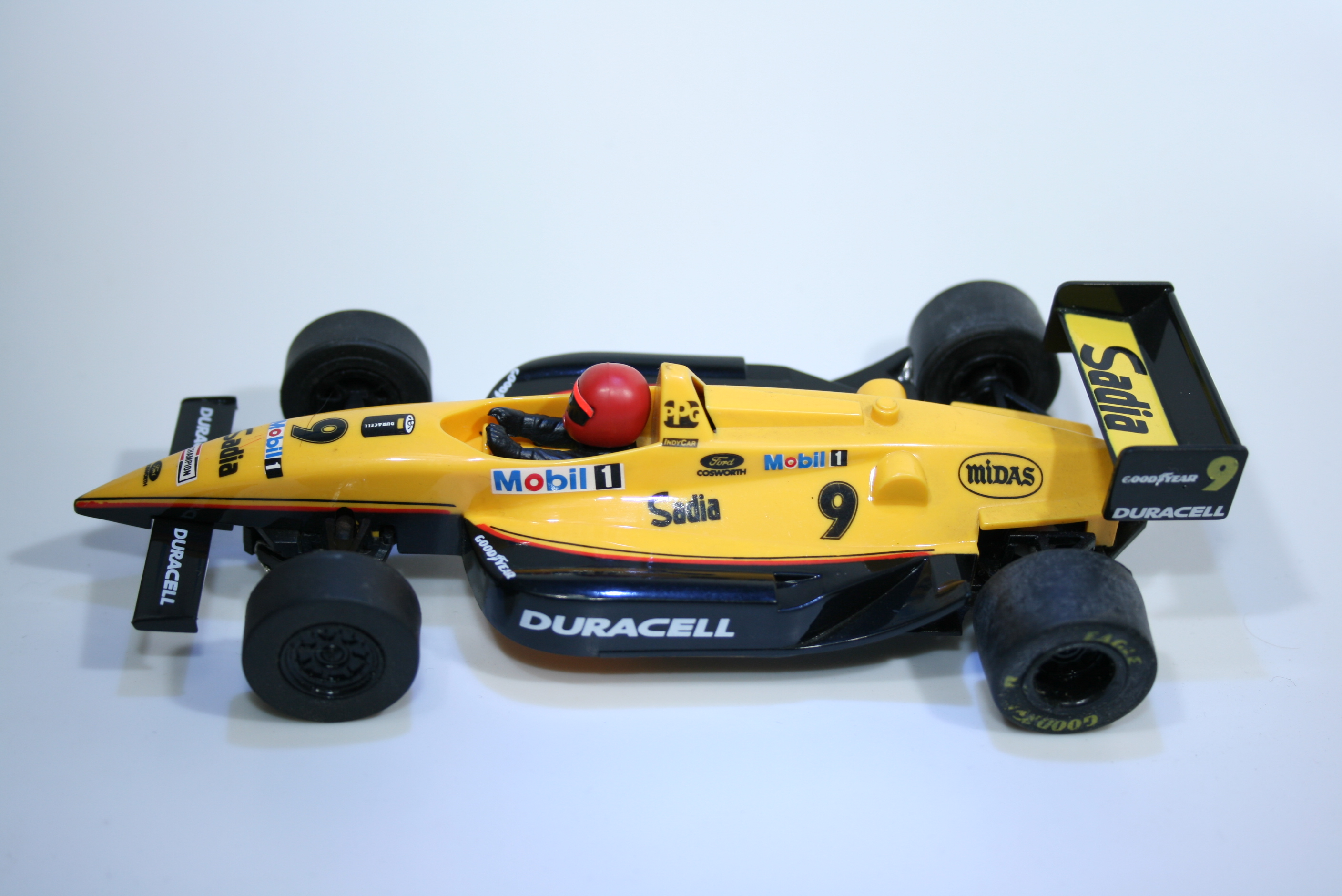 379 Lola Ford T93/00 1993 R Boesel Scalextric C194 1993