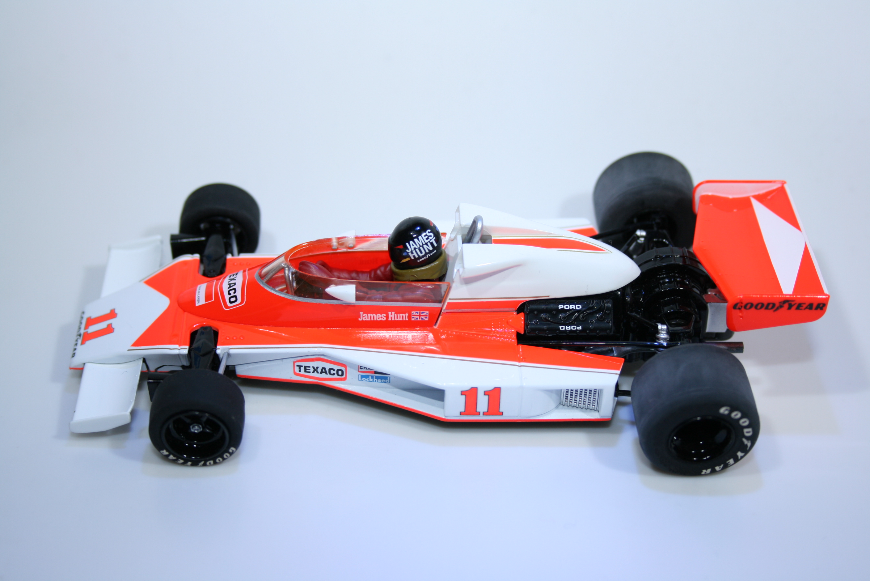 300 Mclaren M23 1976 J Hunt Scalextric C2558A 2007 Boxed