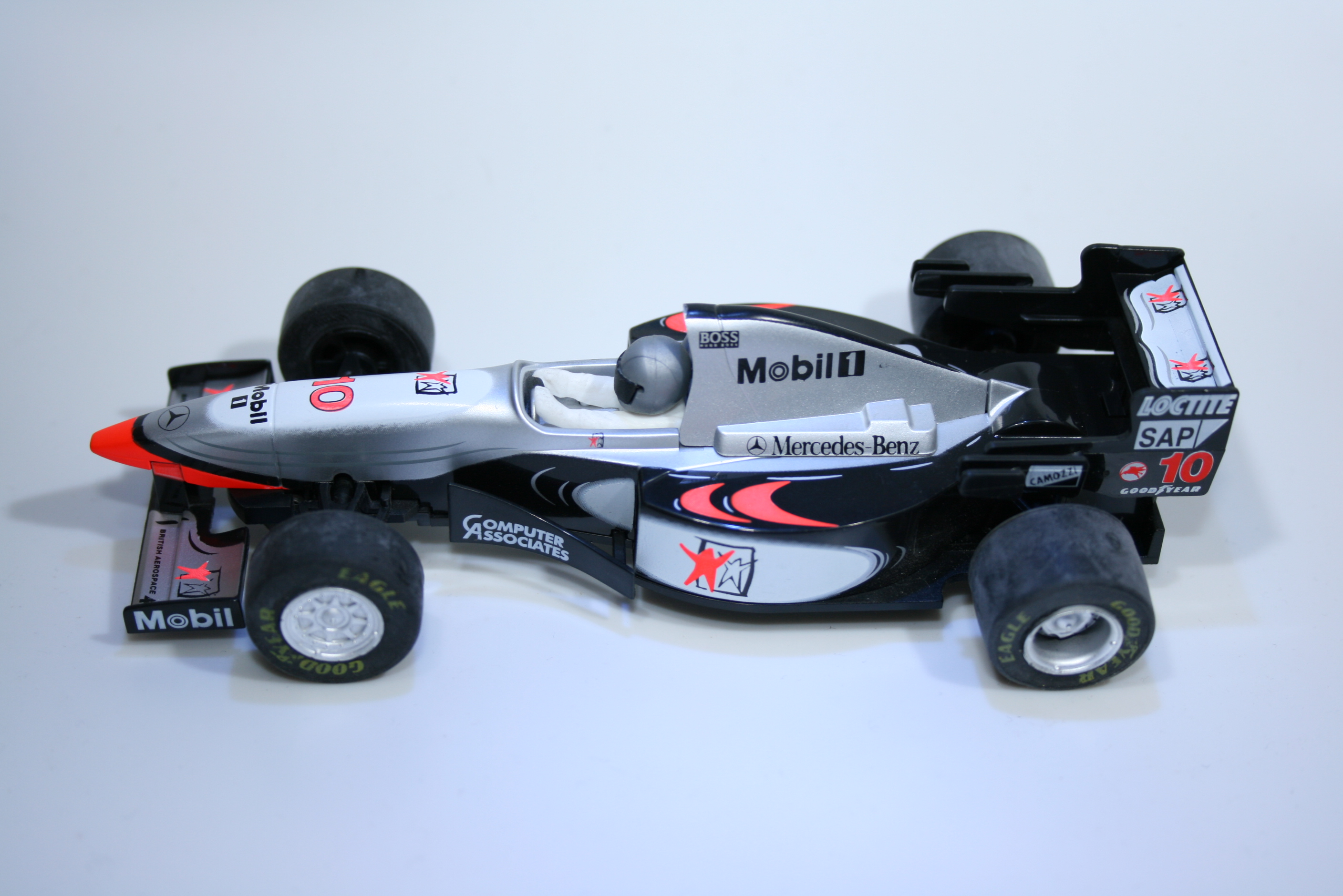 358 Mclaren MP4/12 1995 D Coulthard Scalextric C2124 1997 Boxed