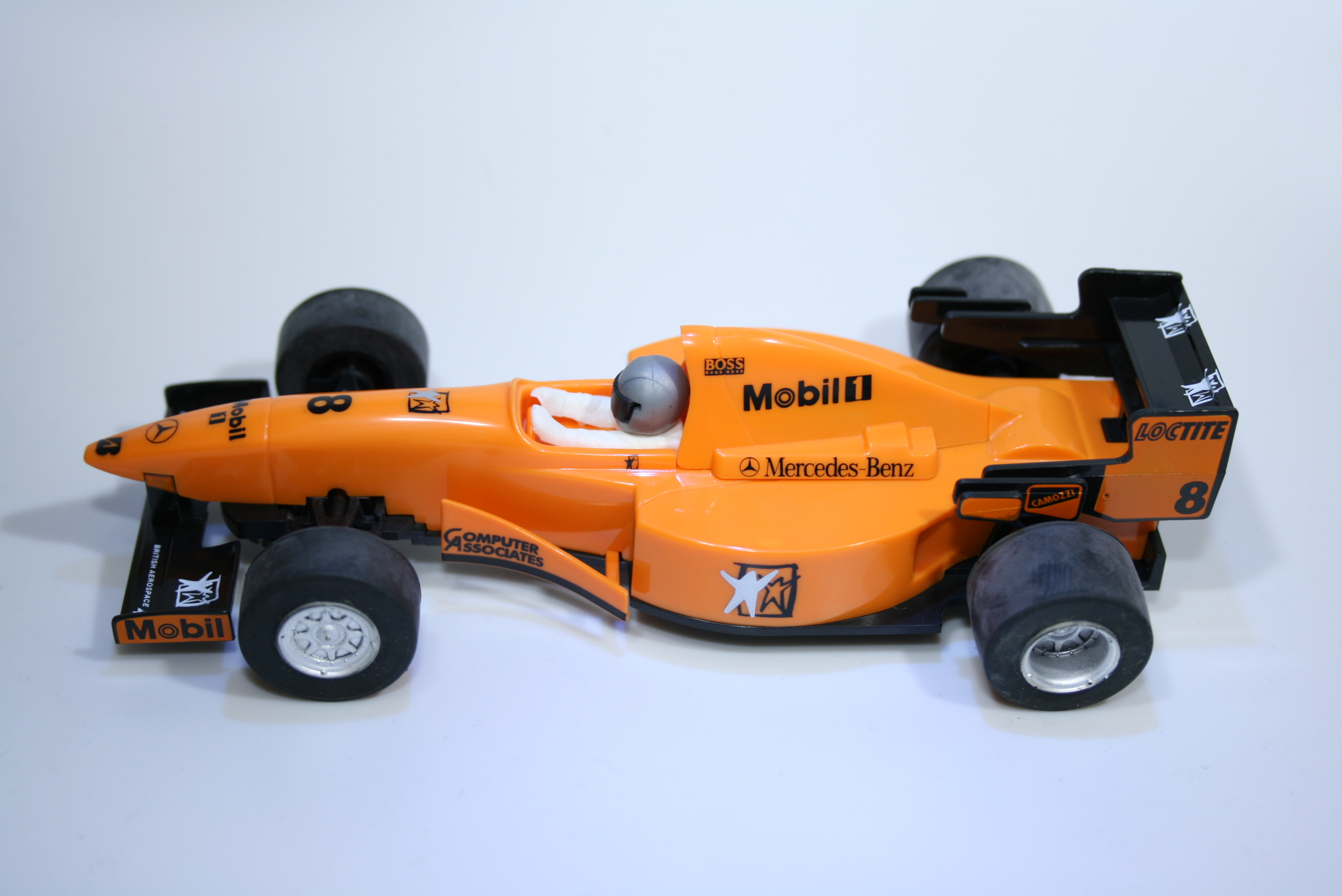42 Mclaren MP4/10 1995 M Hakkinen Scalextric C2204A Boxed