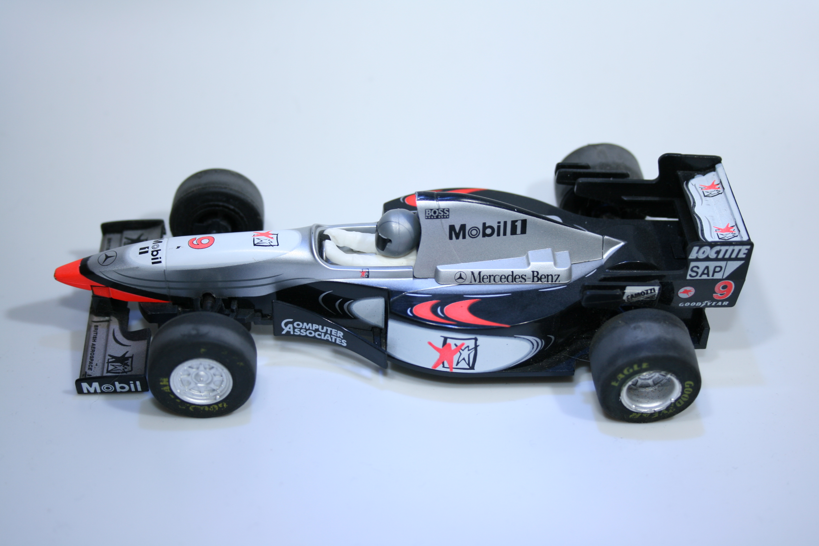 43 Mclaren MP4/10 1998 M Hakkinen Scalextric 1998 C2105 Boxed