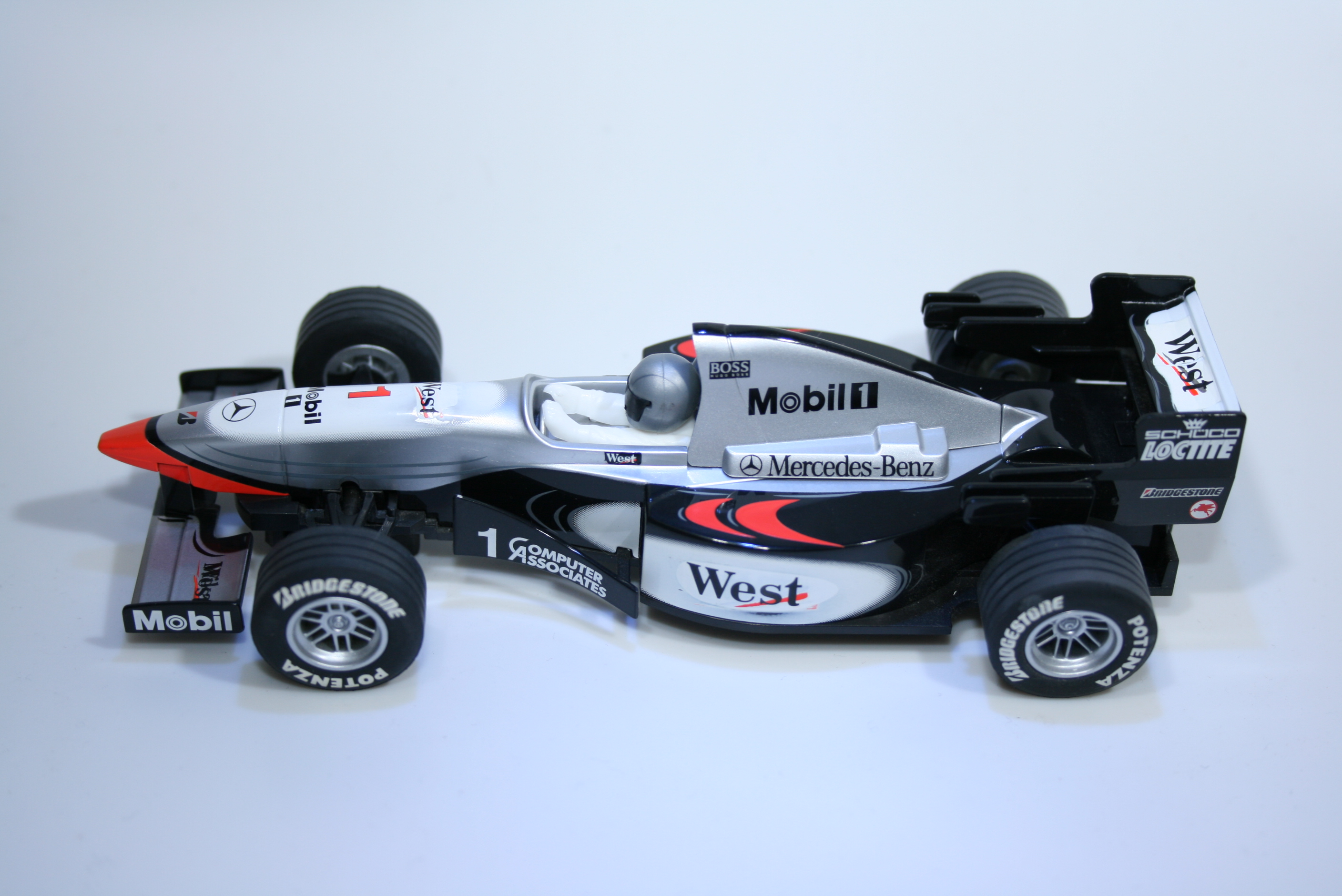 45 Mclaren MP4/10 1999 M Hakkinen Scalextric 1999 C2260WA Set