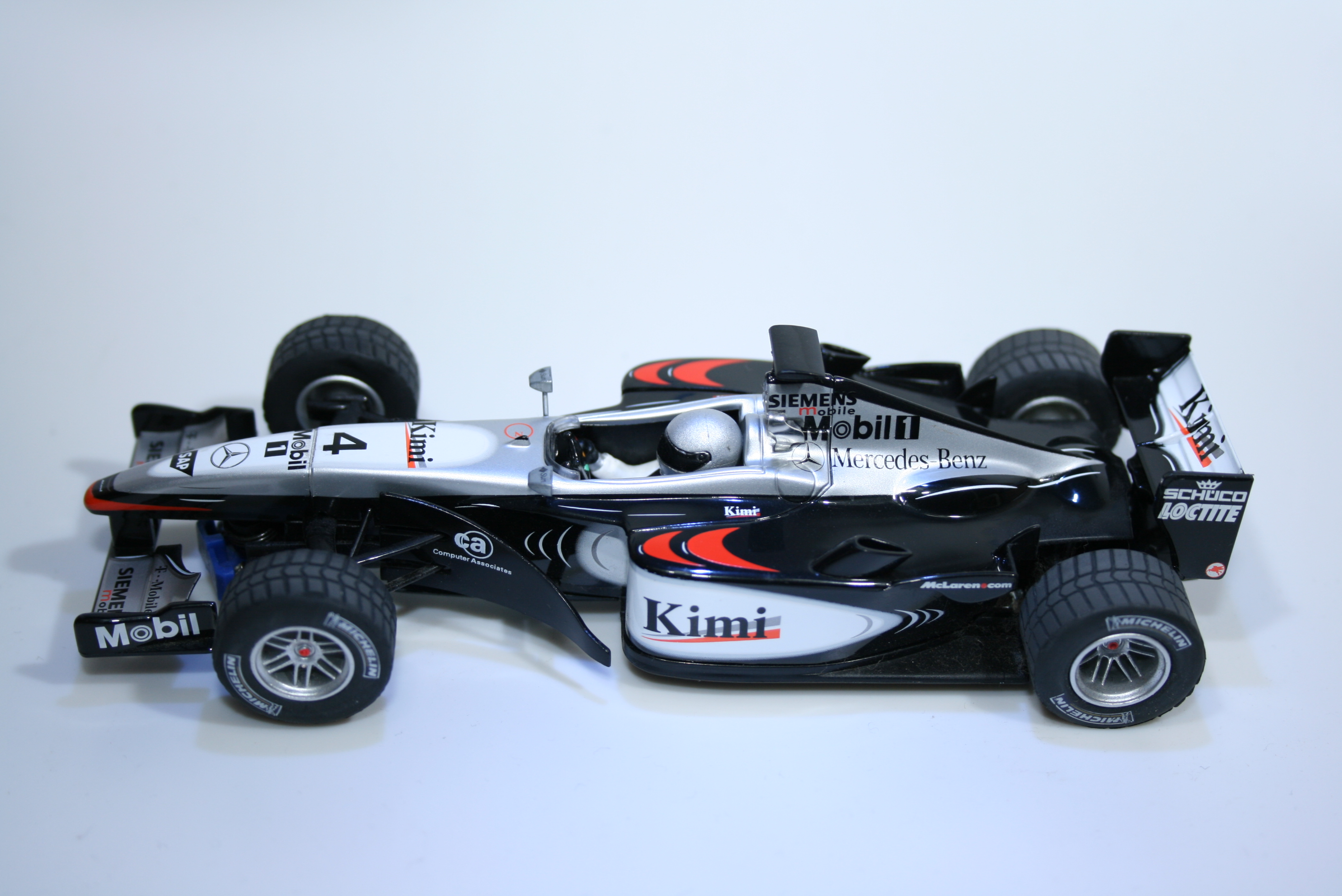 51 Mclaren MP4/17 2002 K Raikkonen Scalextric C2416 2002 Boxed