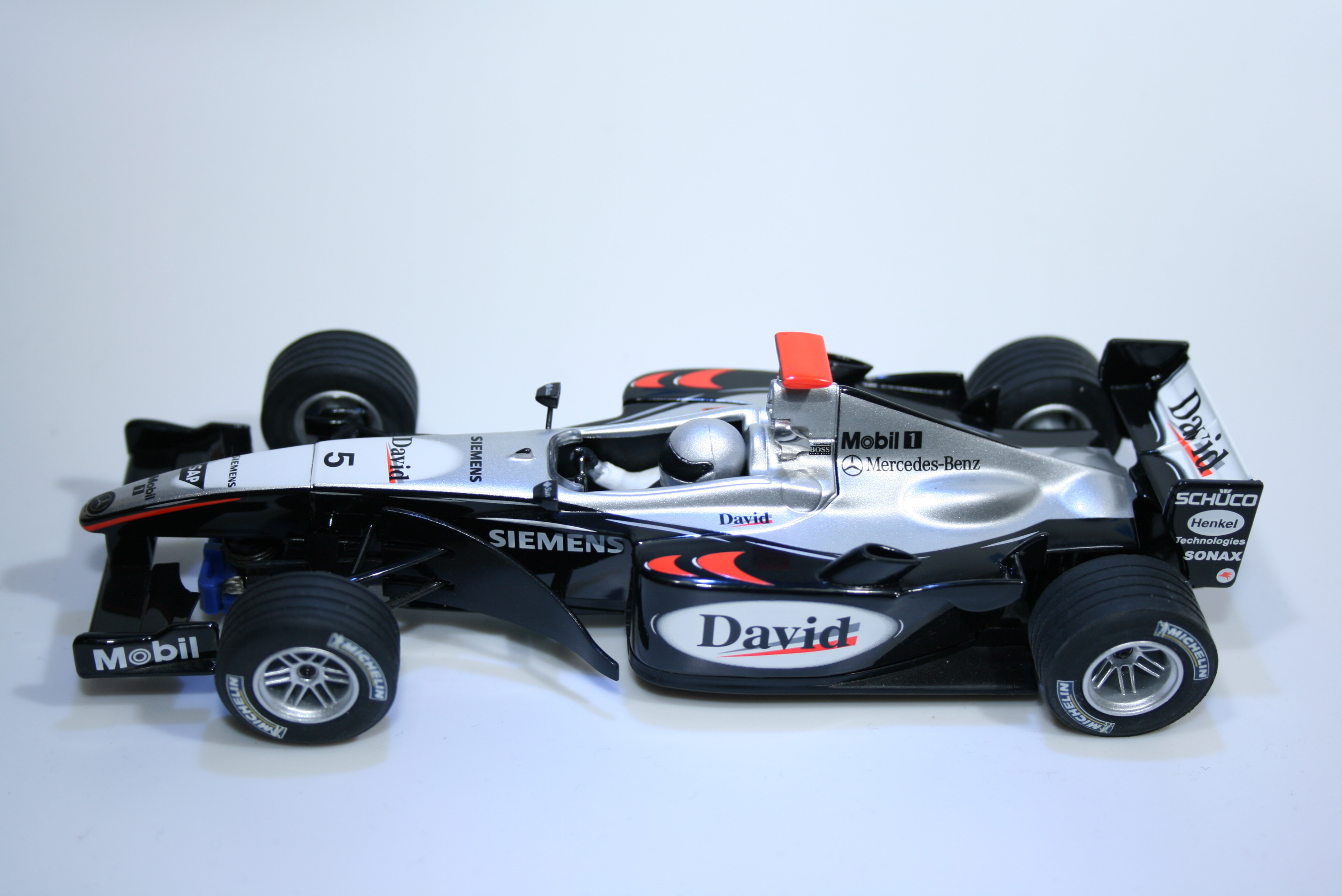 52 Mclaren MP4/19 2004 D Coulthard Scalextric C2554 2004 Boxed