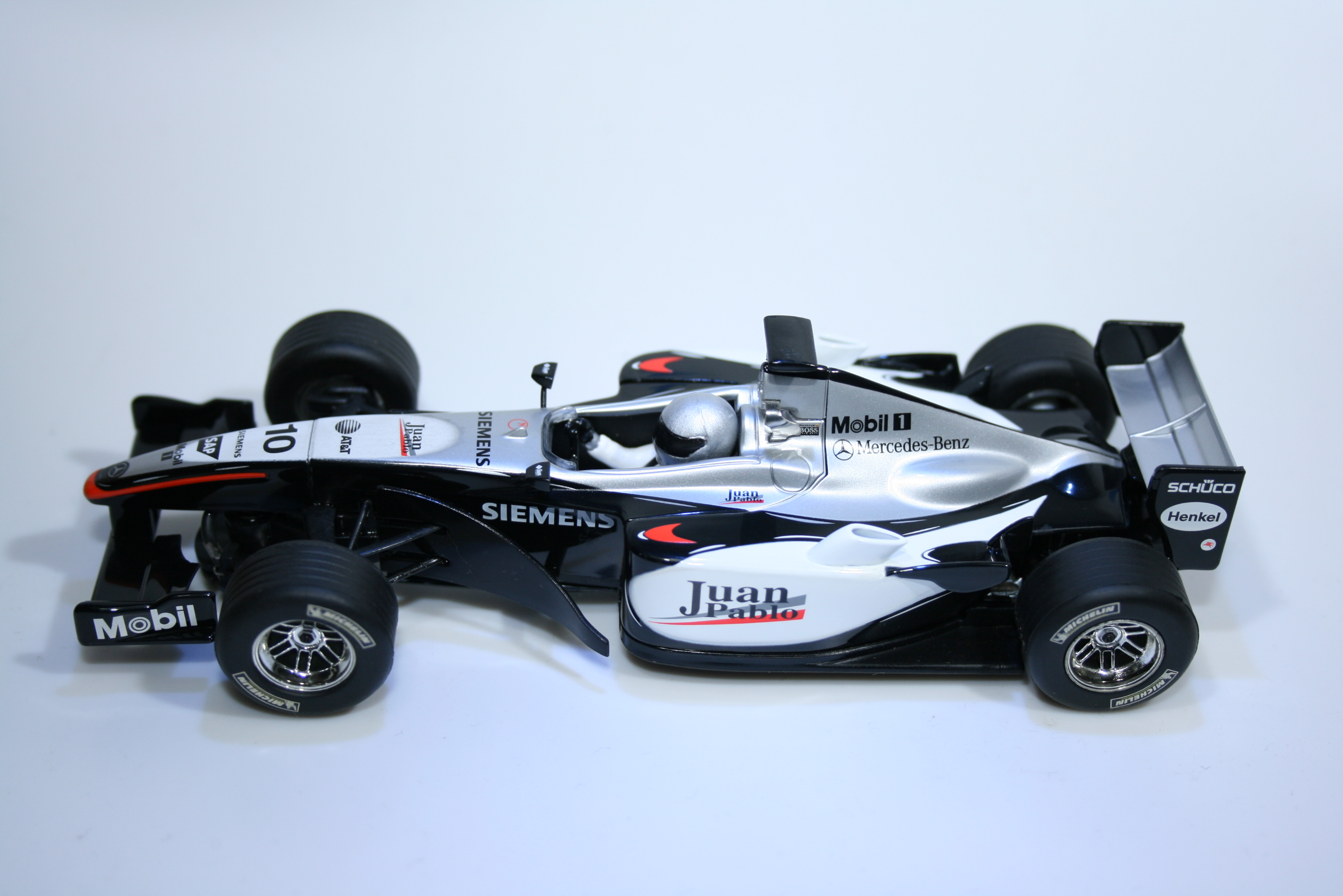 55 Mclaren MP4/20 2005 J P Montoya Scalextric C2667 2005 Boxed