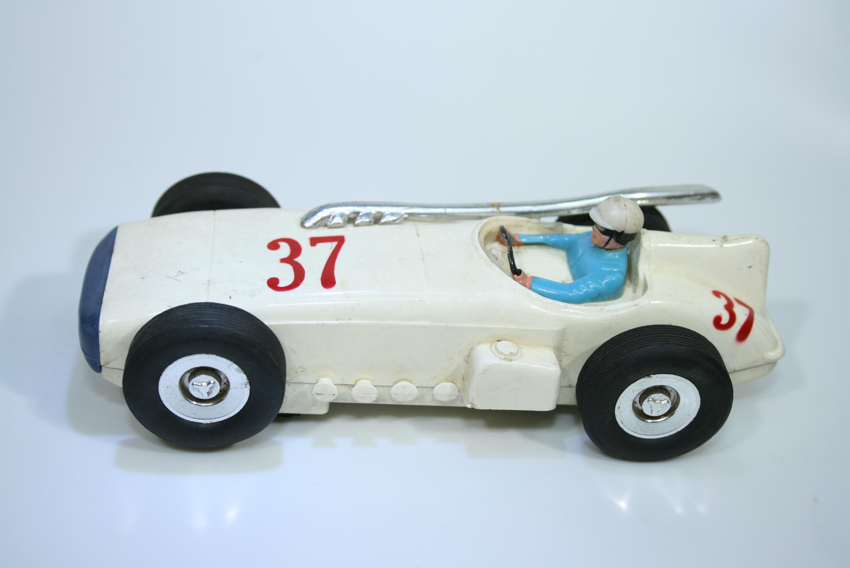 1202  Offenhauser 1963 Marx 22940 Set 1964