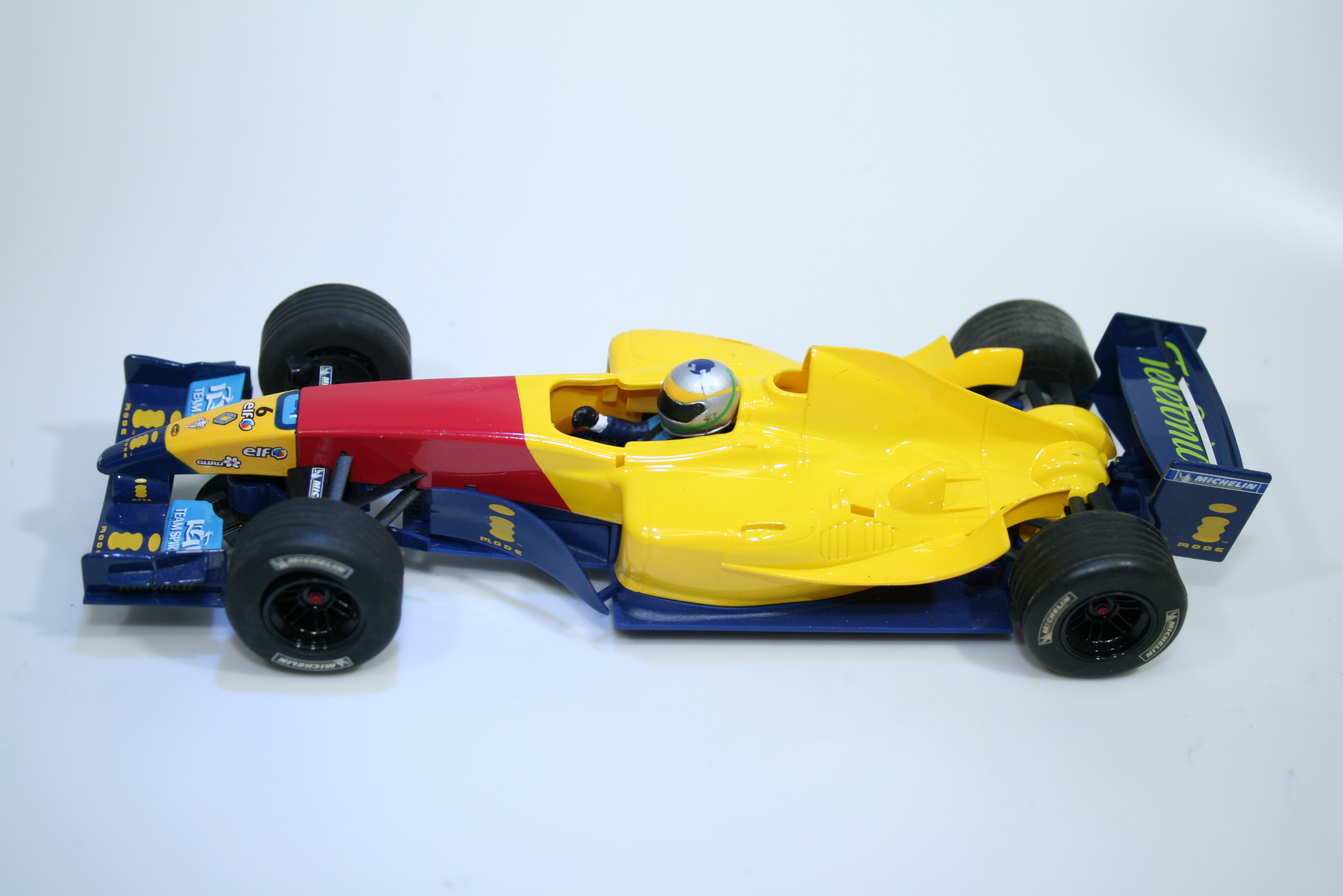 1319 Renault R27 Monoplaza F1 Scalextric H2948B Pre Production Paint Sample