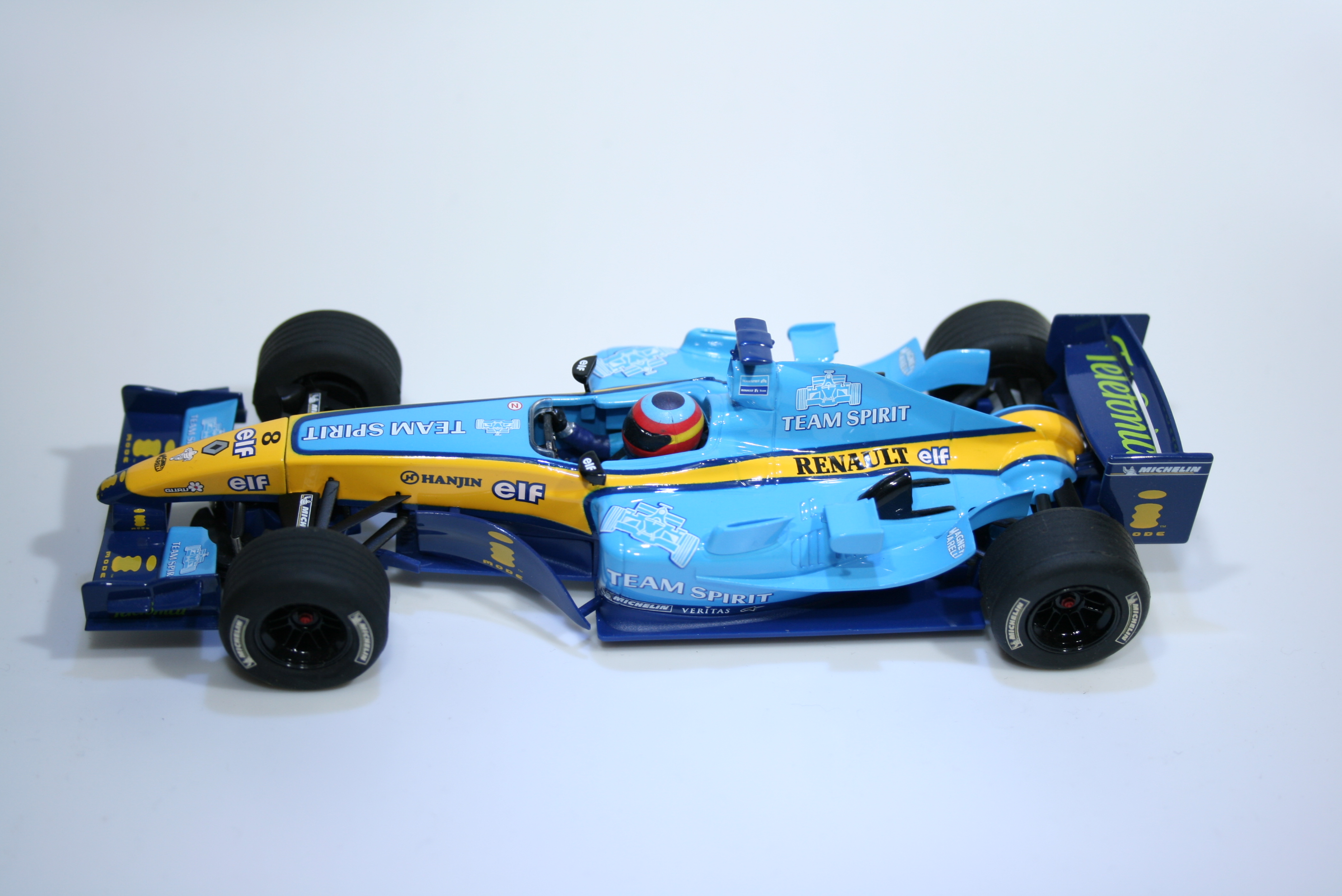 174 Renault R24 2004 F Alonso Scalextric C2582 2004 Boxed