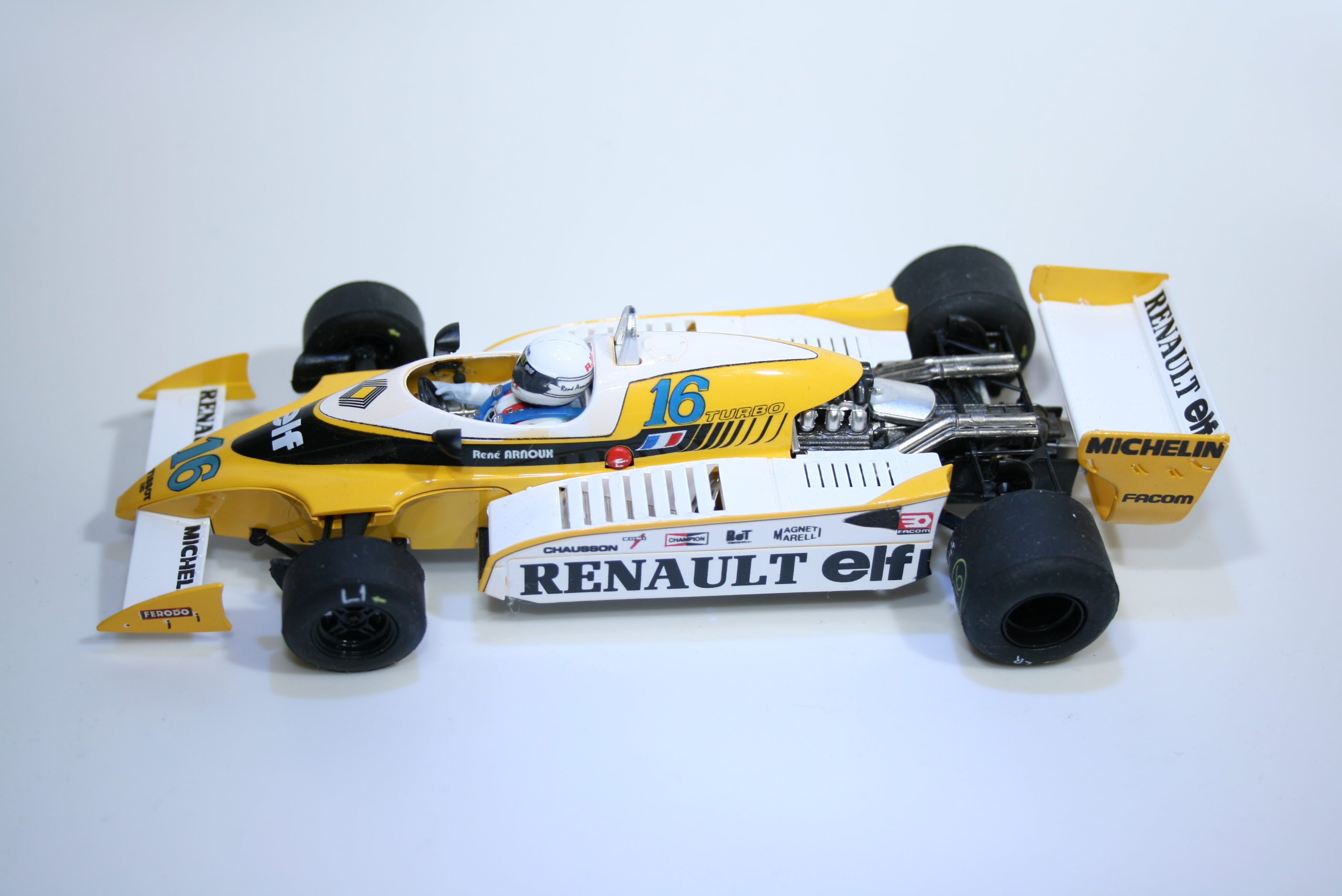 900 Renault RS10 1979 R Arnoux Slot Racing Co 2015 Boxed