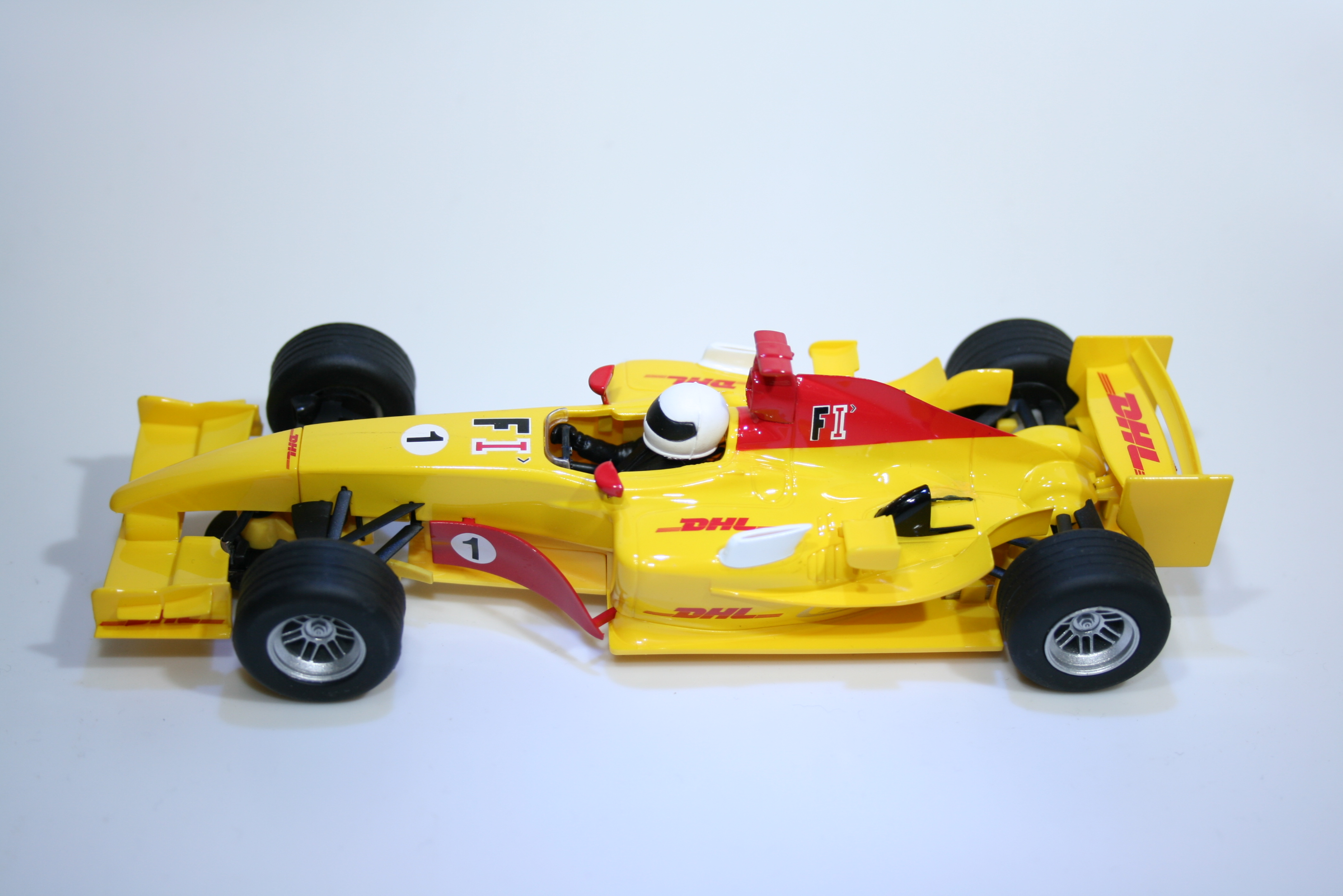 907 Renault R27 Monoplaza F1 Scalextric H2948B Boxed