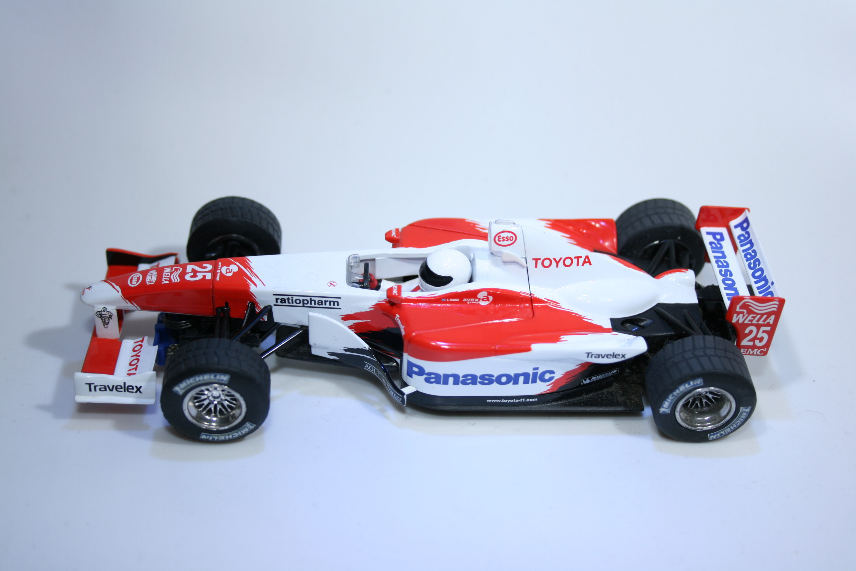 222 Toyota TF102 2002 A McNish Scalextric C2456A 2003 Boxed