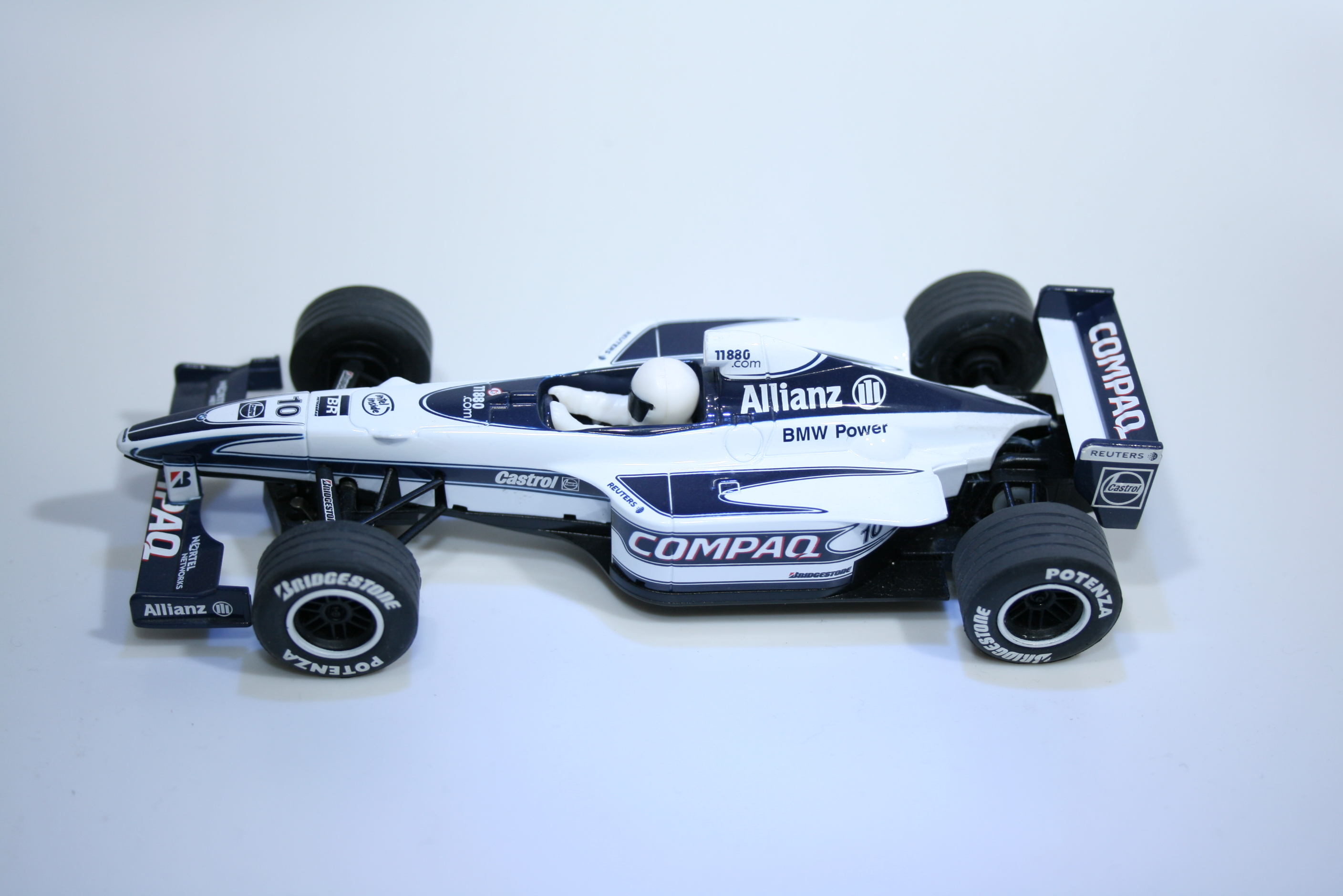 133 Williams FW22 2000 J Button Scalextric C2265 2000
