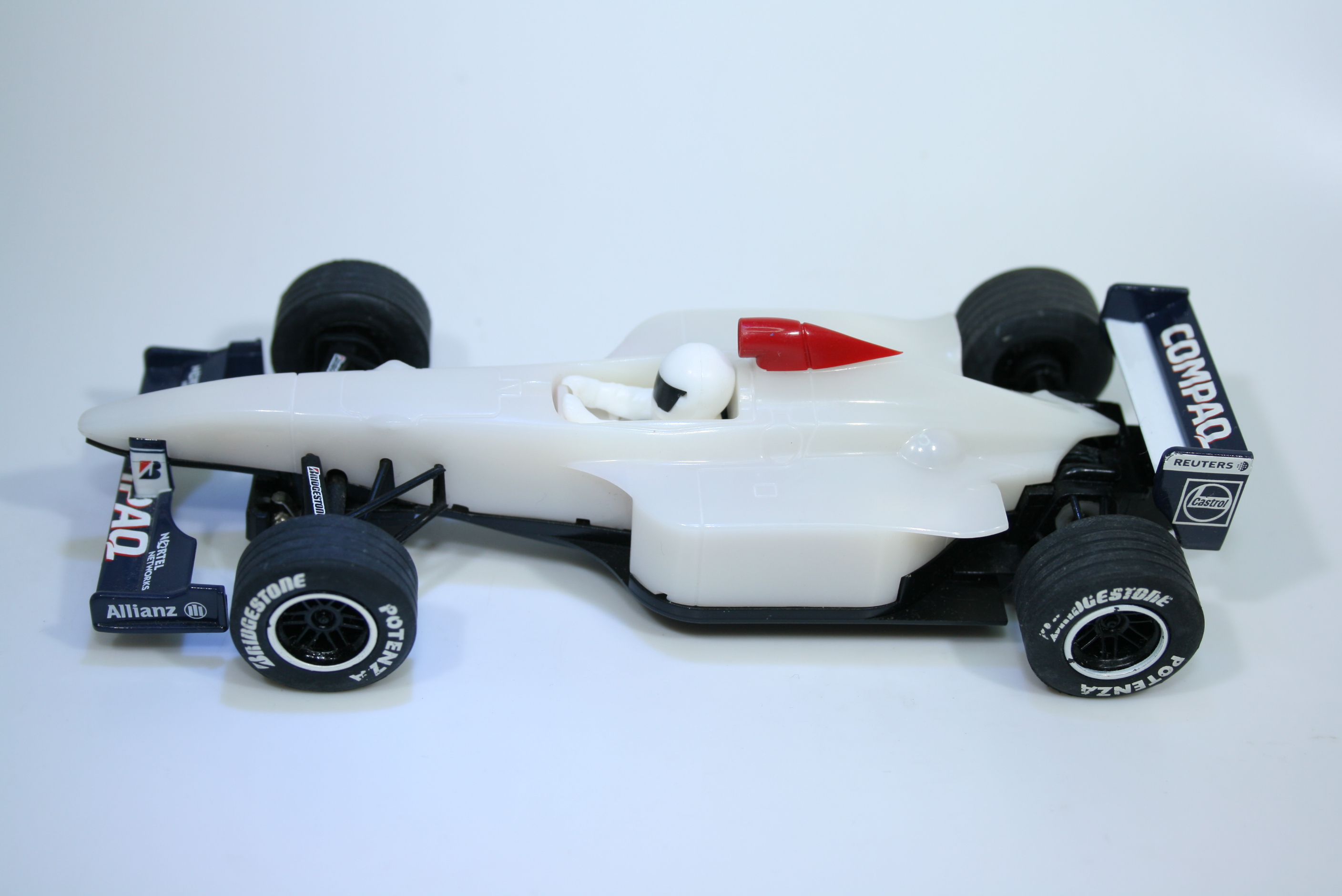 1414 Williams FW22 2000 R Schumacher Scalextric C2264 2000 Pre Production