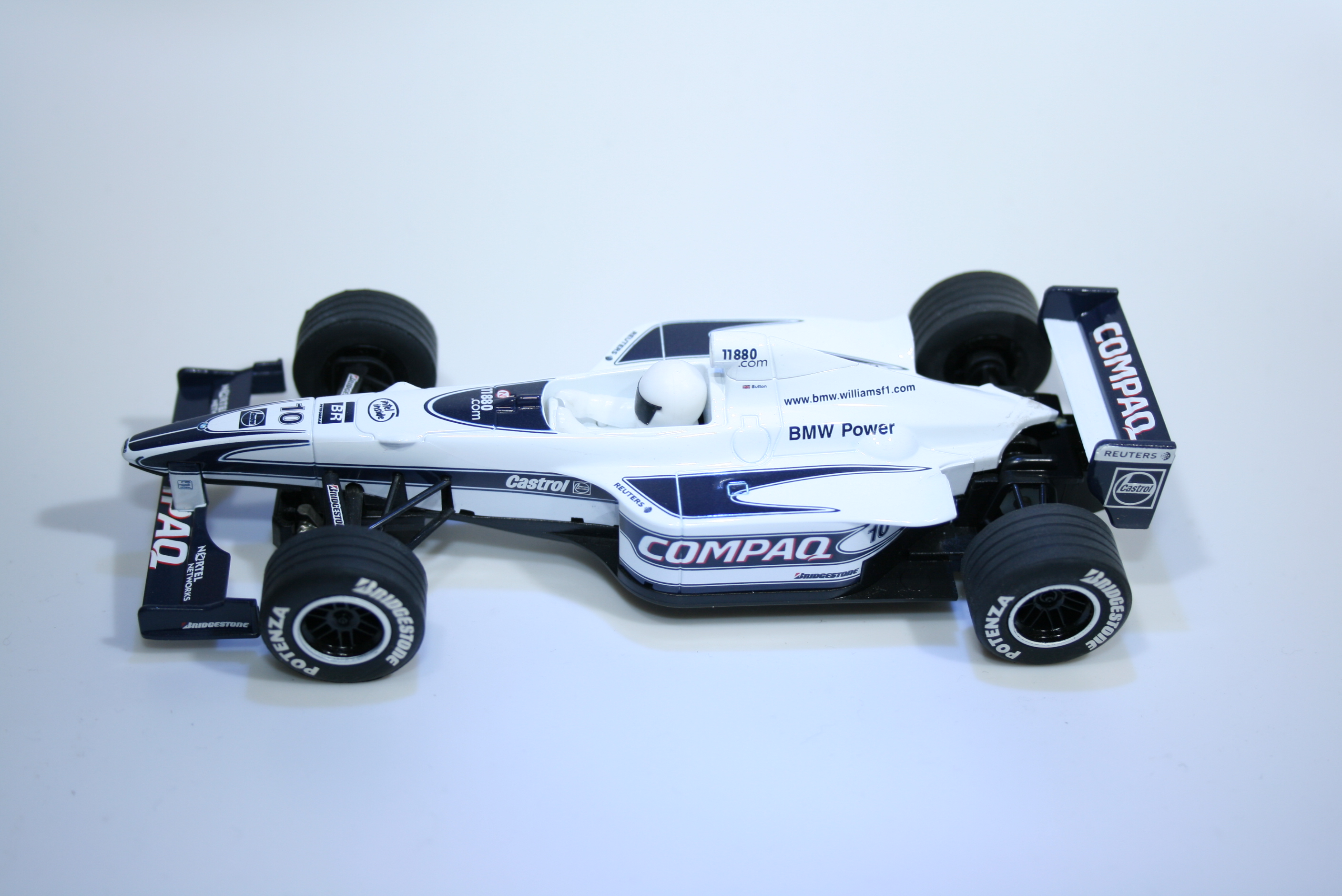 743 Williams FW22 2000 J Button Scalextric C2265 2000 Boxed