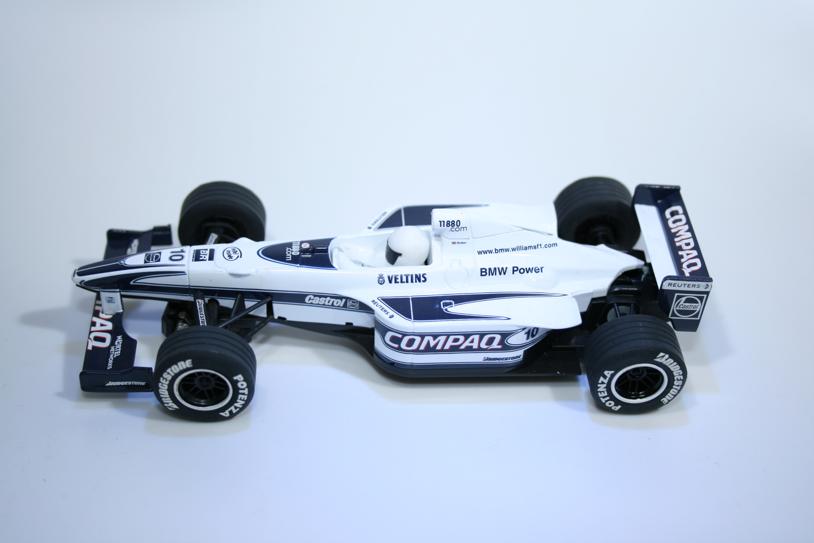 802 Williams FW22 2000 J Button Scalextric C2265 2000 Boxed